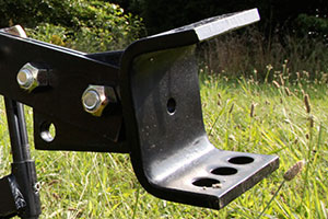 moldboard plow with adjustable cut width