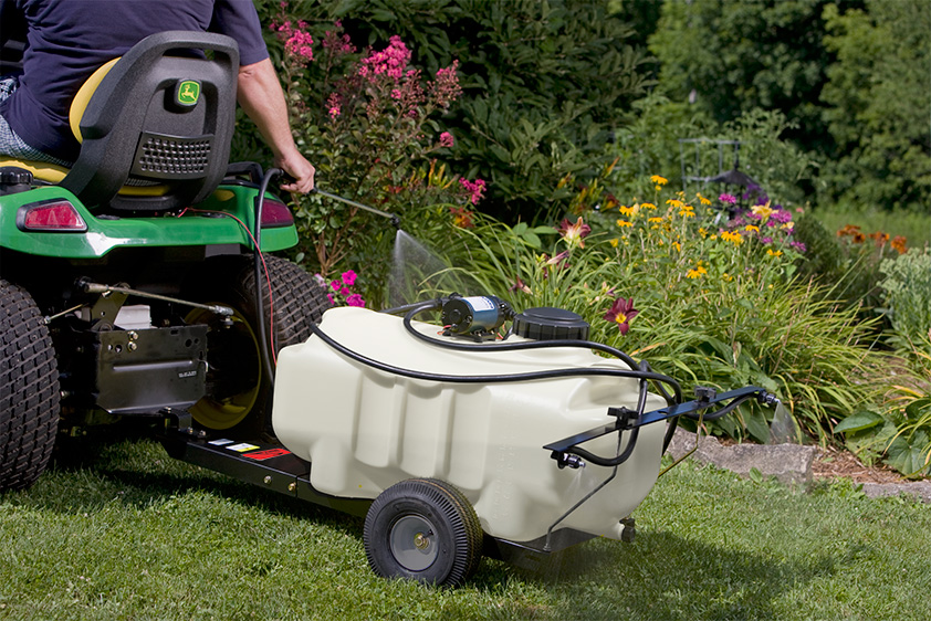 Pull-behind lawn sprayer